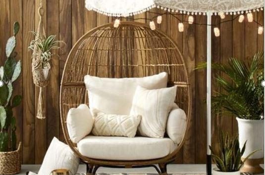 Relaxálj az erkélyen: extravagáns függő fotel- és hinta inspirációk